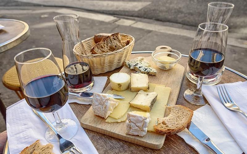Schönes Essen und ein guter Wein
